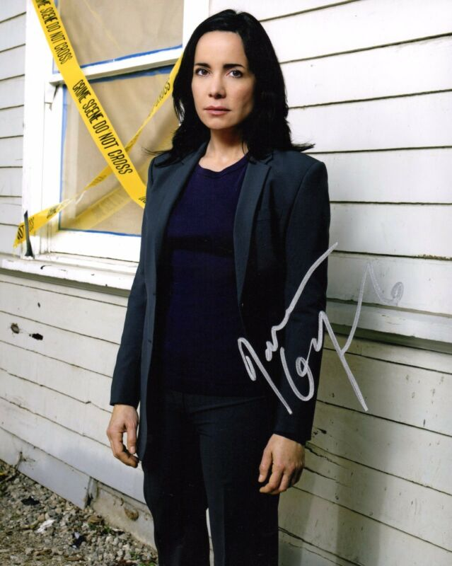 GFA Criminal Minds * JANEANE GAROFALO * Signed 8x10 Photo PROOF AD1 COA