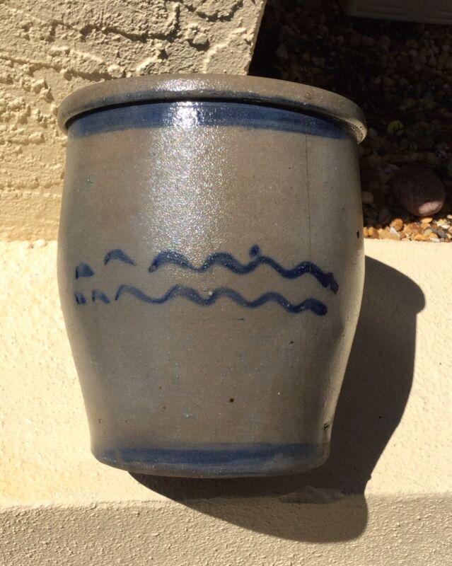 ANTIQUE STONEWARE SALT GLAZE CROCK w DEEP COBALT BLUE WAVY SQUIGGLE DECORATION