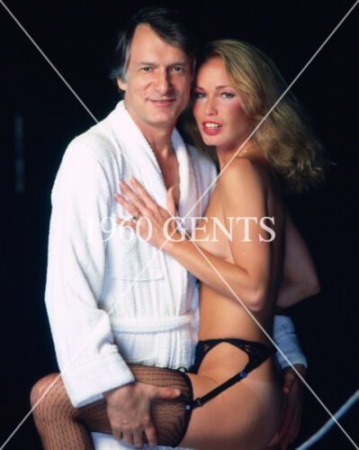 1980s 8X10 COLOR PHOTO HUGH HEFFNER WITH PLAYBOY PINUP FROM ORIGINAL NEG 1