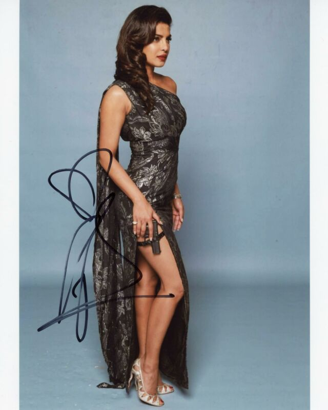 Priyanka Chopra AUTOGRAPH Signed 8x10 Photo D ACOA