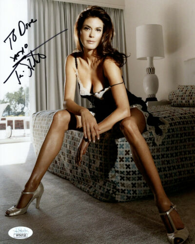TERI HATCHER HAND SIGNED 8x10 COLOR PHOTO    SEXIEST POSE EVER     TO DAVE   JSA