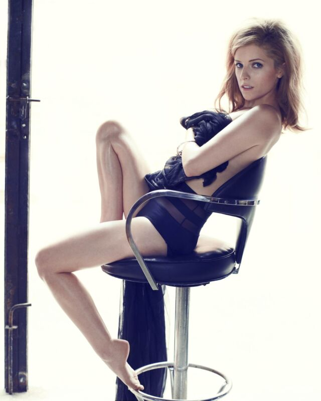 Anna Kendrick Sitting On The Chair 8x10 Picture Celebrity Print