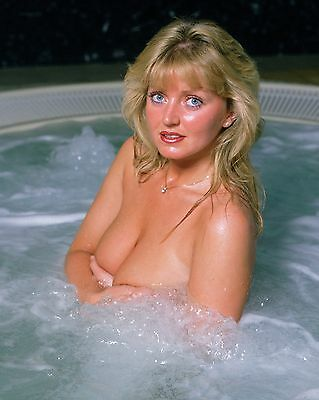 "Linda Nolan 10"" x 8"" Photograph no 2"