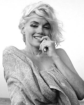 MARILYN MONROE ICONIC SEX SYMBOL AND ACTRESS - 8X10 PUBLICITY PHOTO (AA-410)