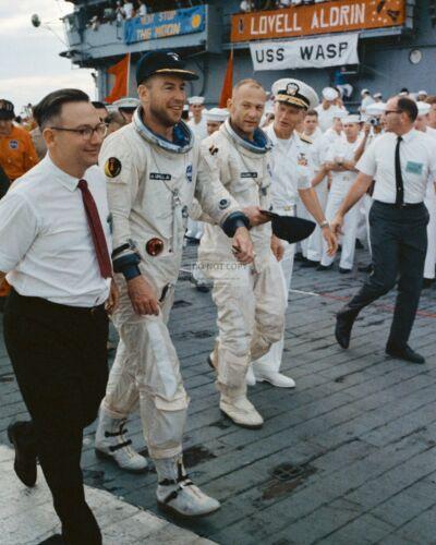 JIM LOVELL & BUZZ ALDRIN GEMINI 12 ASTRONAUTS ON USS WASP - 8X10 PHOTO (AA-485)