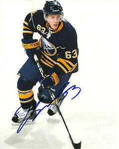 Tyler-Ennis-Hand-Signed-8x10-Photo-Buffalo-Sabres-NHL-Autograph
