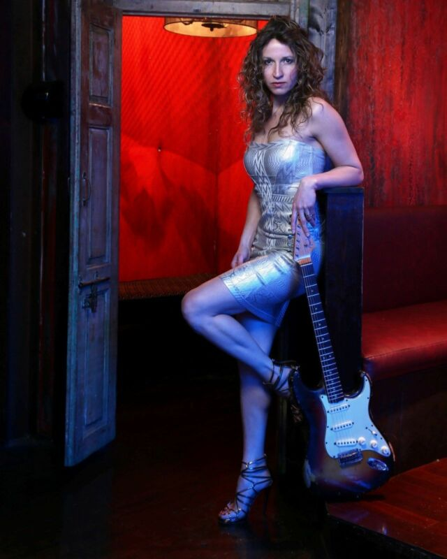 Ana Popovic With Guitar  8x10 Photo Print