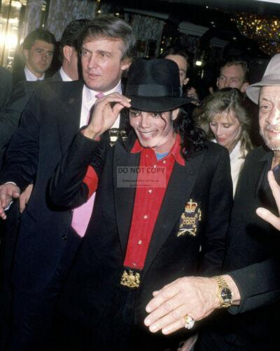 DONALD TRUMP WITH MICHAEL JACKSON IN 1990 TAJ MAHAL - 8X10 PHOTO (MW073)