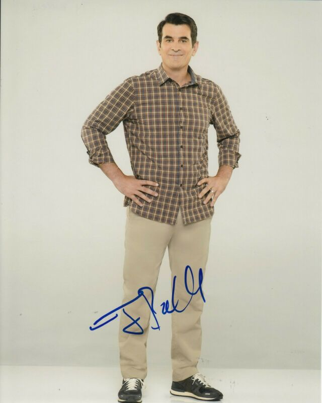 TY BURRELL signed (MODERN FAMILY) autographed 8X10 photo *Phil Dunphy* W/COA