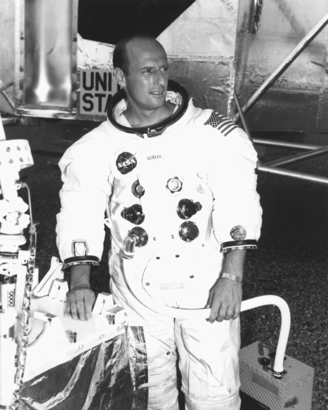 "CHARLES ""PETE"" CONRAD, JR. APOLLO 12 ASTRONAUT - 8X10 NASA PHOTO (EP-372)"