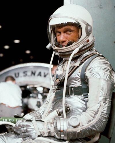 JOHN GLENN MERCURY ASTRONAUT FRIENDSHIP 7 TRAINING - 8X10 NASA PHOTO (AA-531)