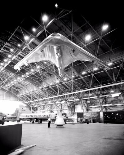 ROGALLO PARAGLIDER WING ATTACHED TO A MERCURY CAPSULE - 8X10 NASA PHOTO (AA-869)