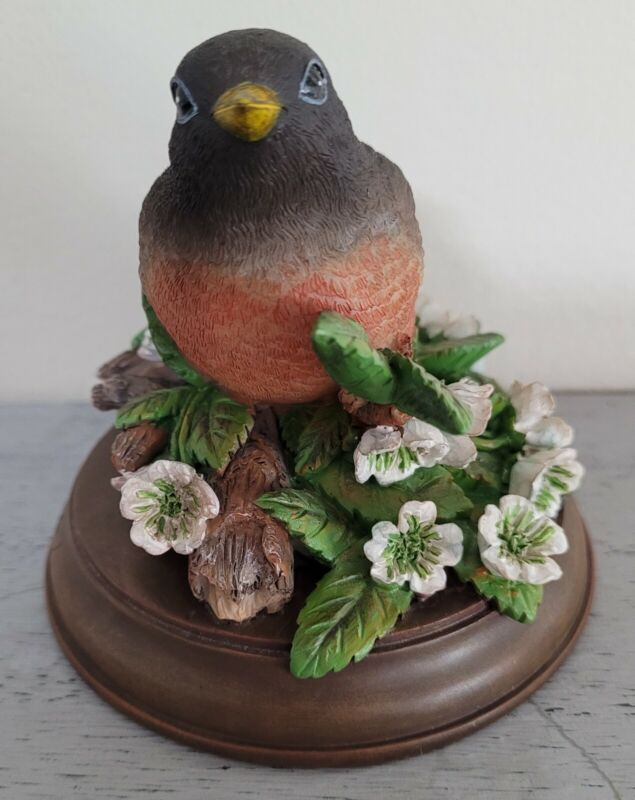 Marjolein Bastin Demdaco Robin statue