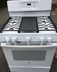 GE CONVECTION GAS STOVE BRAN NEW CONDITION