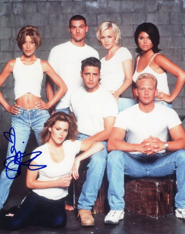 Tori Spelling signed 8x10 Photo w/COA Beverly Hills 90210 Donna Martin #5