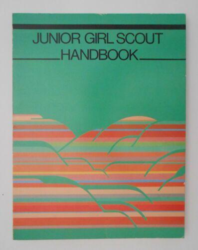 Vintage 1986 JUNIOR GIRL SCOUT HANDBOOK