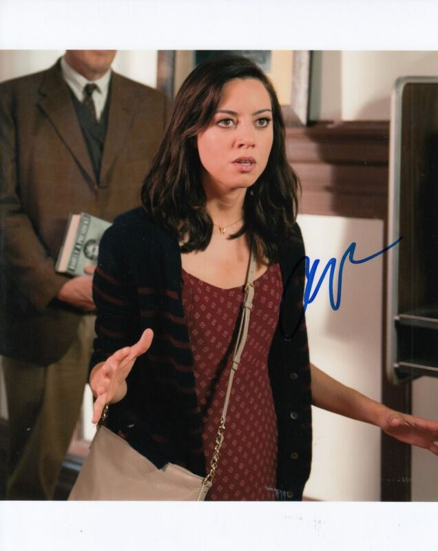 AUBREY PLAZA signed (PARKS AND RECREATION) 8X10 photo *APRIL LUDGATE* W/COA #1