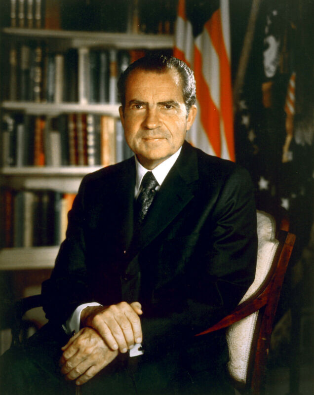 US PRESIDENT RICHARD NIXON 8X10 GLOSSY PHOTO PICTURE