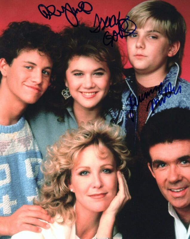 Alan Thicke & Tracey Gold, Jeremy Miller signed 8x10 Photo w/COA Growing Pains