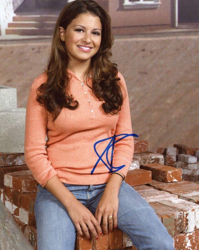 "Alia Shawkat ""Arrested Development"" AUTOGRAPH Signed 8x10 Photo B"