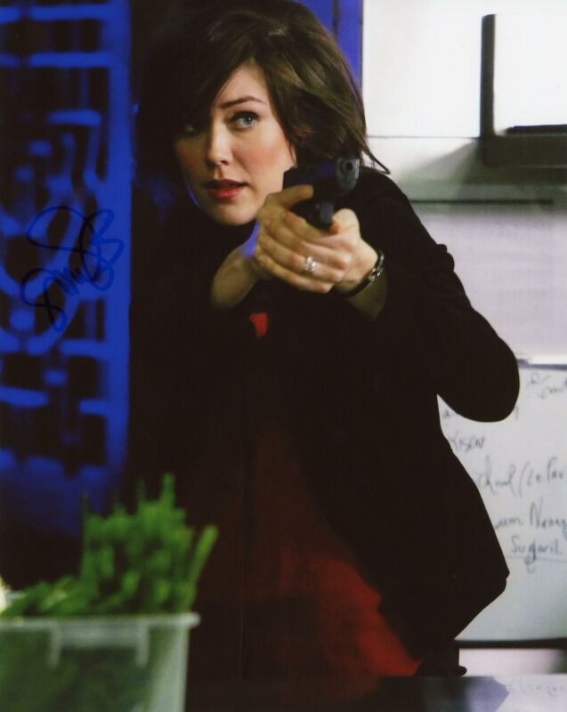 "Megan Boone ""The Blacklist"" AUTOGRAPH Signed 8x10 Photo D ACOA"