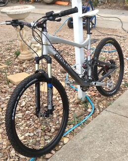 Giant trance 2 downhill mountain bike with lots of upgrades