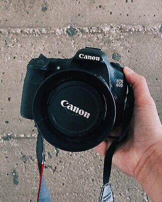 Canon EOS 60D w/ Kit Lens EF-S IS 18-200mm GREAT CONDITION