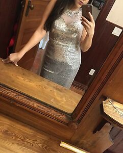 Prom dress never worn out, size 4
