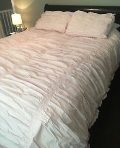 Pale pink queen comforter and 2 shams