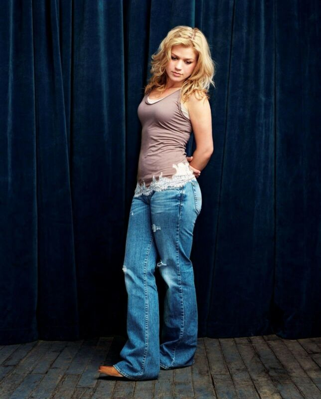 KELLY CLARKSON 8X10 GLOSSY PHOTO PICTURE IMAGE #4