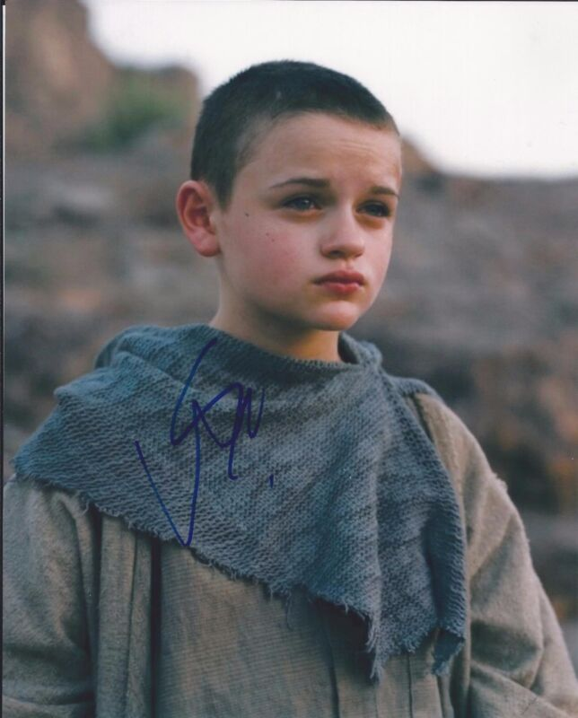 Joey King Signed Autographed 8x10 Photo The Dark Knight Rises Actress