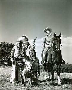 ORIGINAL-B-W-ACTOR-DENNIS-MORGAN-TWO-GUYS-FROM-TEXAS-1940s-WARNER-BROS-PHOTO-3