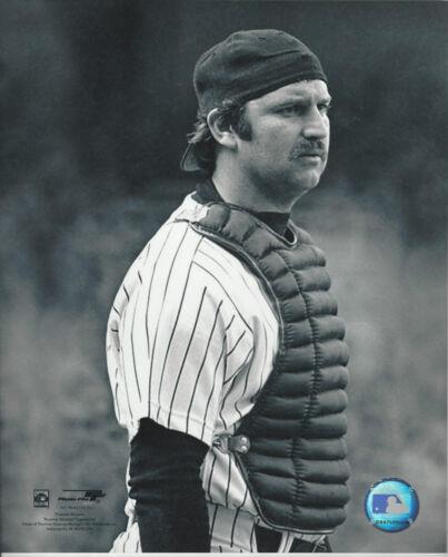New York Yankees catcher Thurman Munson 8x10 upclose catching  photo