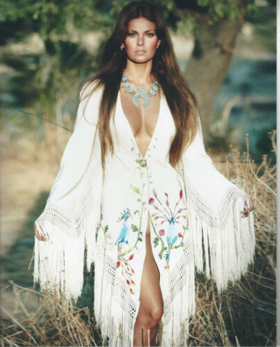 Beautiful actrees Raquel Welch 8x10 color glossy  photo