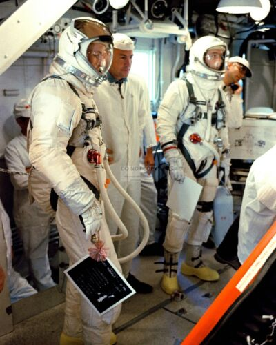 ASTRONAUTS ED WHITE JIM McDIVITT PREPARE TO ENTER GEMINI 4 - 8X10 PHOTO (AA-631)