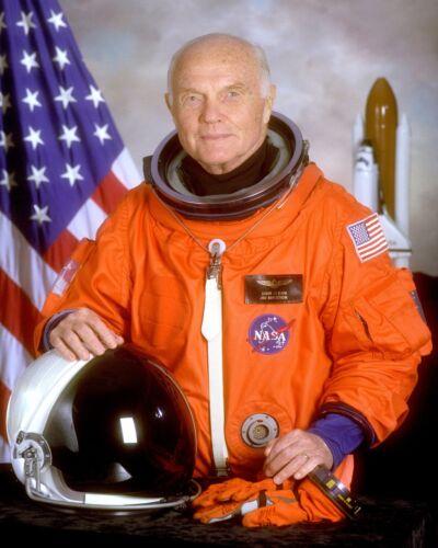 JOHN GLENN STS-95 NASA ASTRONAUT AND FORMER U.S. SENATOR - 8X10 PHOTO (EP-008)