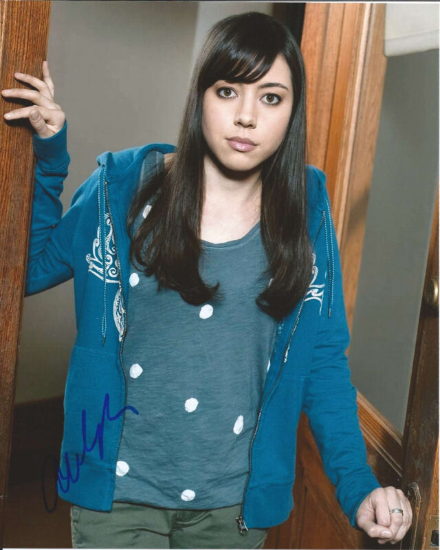 AUBREY PLAZA HAND SIGNED AUTHENTIC 'PARKS AND RECREATIONS' 8X10 PHOTO c w/COA