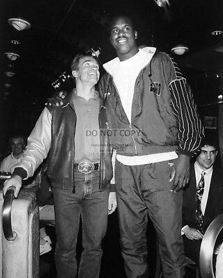 ARNOLD SCHWARZENEGGER AND SHAQUILLE O'NEAL - 8X10 PHOTO (BB-294)