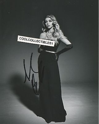 Sarah Hyland  Modern Family  In Person Signed 8X10 Black   White Photo  Proof