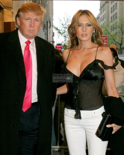 DONALD AND MELANIA TRUMP - 8X10 PHOTO (MW005)