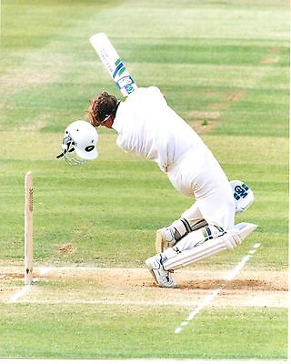 Original Press Photo England v New Zealand 19.6.1994 Shane Thompson ducking