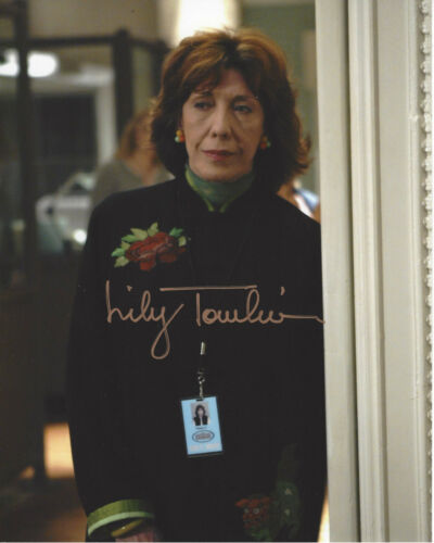 LILY TOMLIN SIGNED THE WEST WING 'DEBBIE FIDERER' 8X10 PHOTO w/COA ACTRESS