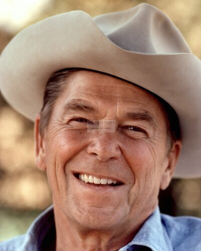 RONALD REAGAN WEARS A COWBOY HAT IN 1976 - GREAT PICTURE! - 8X10 PHOTO (EP-419)