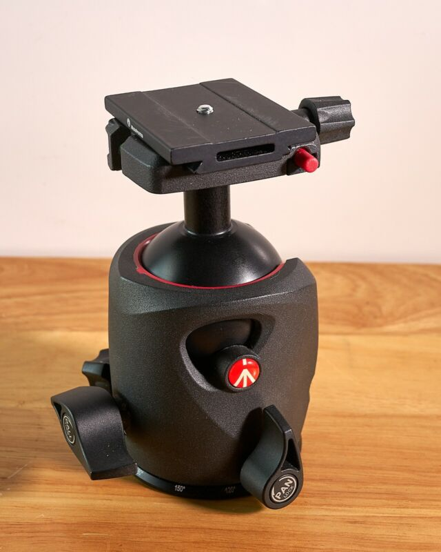 Manfrotto MH057M0-Q6 Ball Head in Excellent Condition