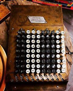 Calculatrice. Antique. Année 30
