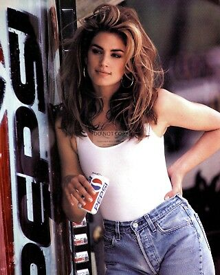 CINDY CRAWFORD MODEL AND ACTRESS - 8X10 PUBLICITY PHOTO (AB-035) (Cindy Crawford Photos)