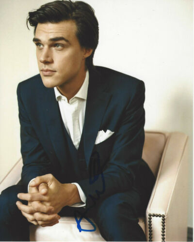 FINN WITTROCK SIGNED AUTHENTIC 'AMERICAN HORROR STORY' 8x10 PHOTO 2 w/COA ACTOR