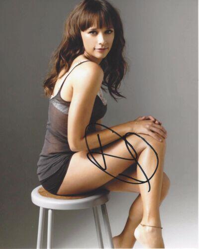 SEXY ACTRESS RASHIDA JONES SIGNED PARKS AND RECREATION GQ 8X10 PHOTO B W/COA