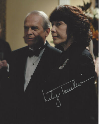 LILY TOMLIN SIGNED AUTHENTIC 'THE WEST WING' DEBORAH 8X10 PHOTO 1 w/COA ACTRESS