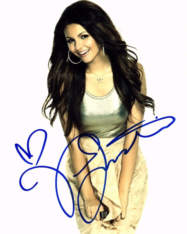 VICTORIA JUSTICE SIGNED 8X10 PHOTO! AUTOGRAPH! SEXY! VICTORIOUS!
